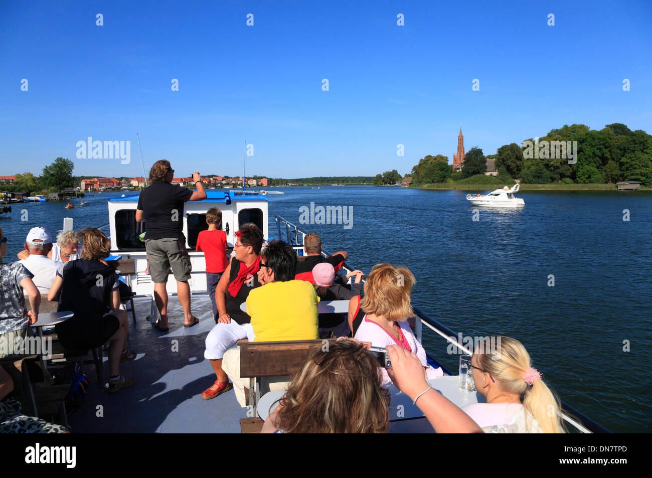 DEUTSCHLAND, Mecklenburg-Vorpommern, Seenplatte, Plauer See, an Deck eines Ausflugsschiffes - Stock Image