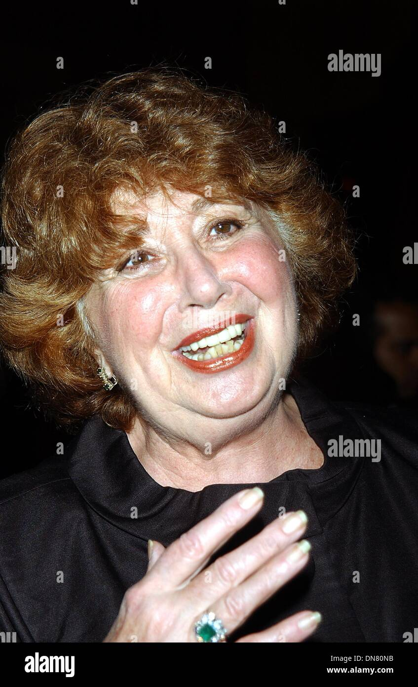 Oct. 7, 2002 - K26589AR: AMERICANS FOR THE  ARTS HELD ITS 7TH ANNUAL NATIONAL ARTS  AWARDS AT CIPRIANI 42ND  ST. IN  NEW YORK CITY 10/07/2002. ANDREA  RENAULT/   2002.BEVERLY SILLS(Credit Image: © Globe Photos/ZUMAPRESS.com) - Stock Image