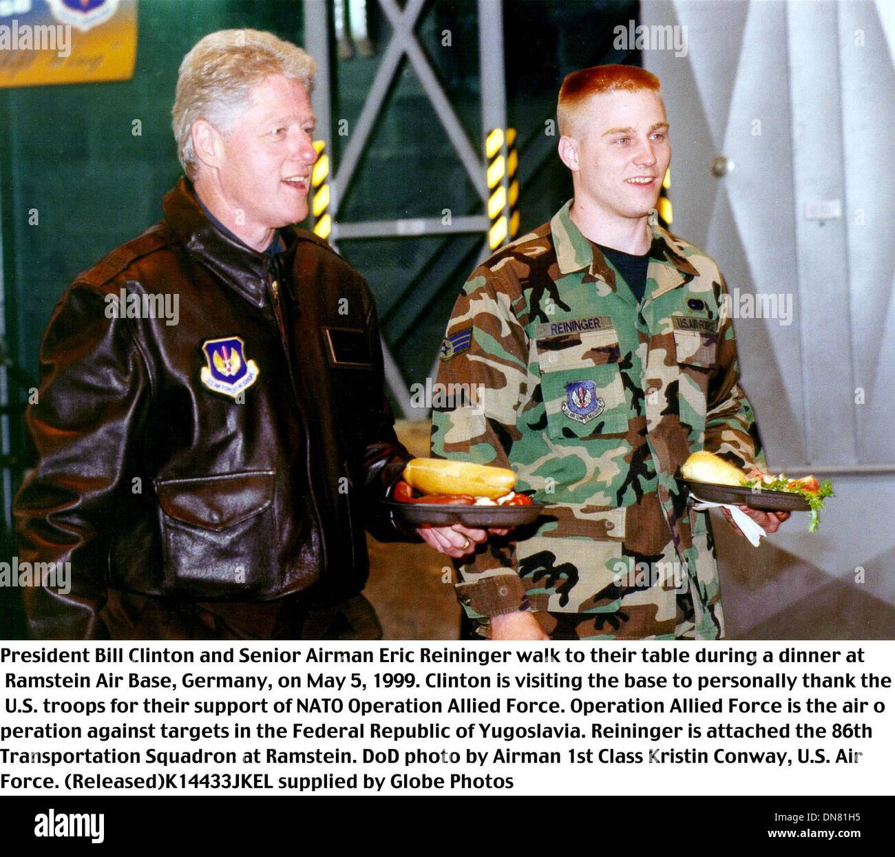 May 13, 1999 - Ramstein Ab, Germany - K14433JKEL      05/05/99.990505-F-2715C-001..President Bill Clinton and Senior Airman Eric Reininger walk to their table during a dinner at Ramstein Air Base, Germany, on May 5, 1999. Clinton is visiting the base to personally thank the U.S. troops for their support of NATO Operation Allied Force.  Operation Allied Force is the air operation ag - Stock Image