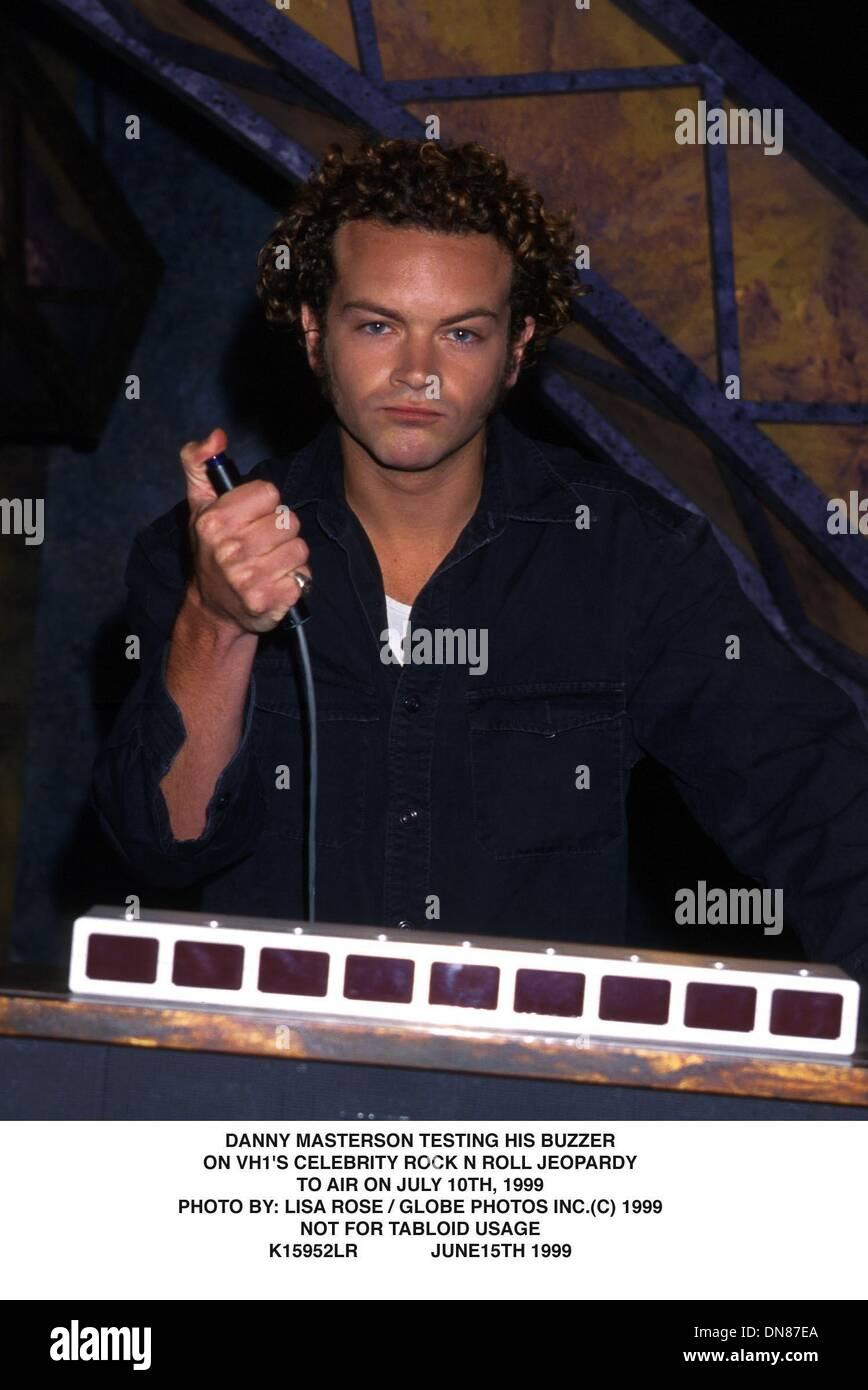 June 15, 1999 - K15952LR      06/15/99.***NOT FOR TABLOID USAGE***.DANNY MASTERSON TESTING HIS BUZZER ON.VH 1'S CELEBRITY ROCK N ROLL JEOPARDY.TO AIR ON JULY 10th, 1999.. LISA ROSE/   1999(Credit Image: © Globe Photos/ZUMAPRESS.com) - Stock Image
