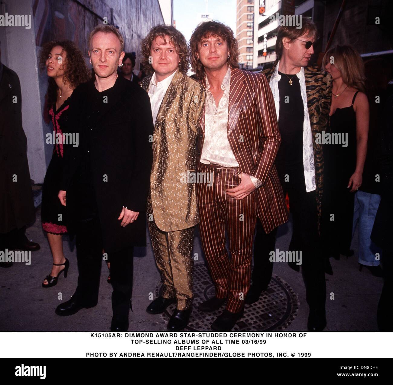 Mar. 16, 1999 - K15105AR      03/16/99.DIAMOND AWARD STAR-STUDDED CEREMONY .IN HONOR OF TOP-SELLING ALBUMS OF ALL Stock Photo