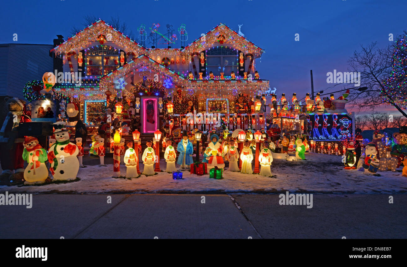 A house in Bayside Queens New York with elaborate lighting for Christmas. & A house in Bayside Queens New York with elaborate lighting for ...