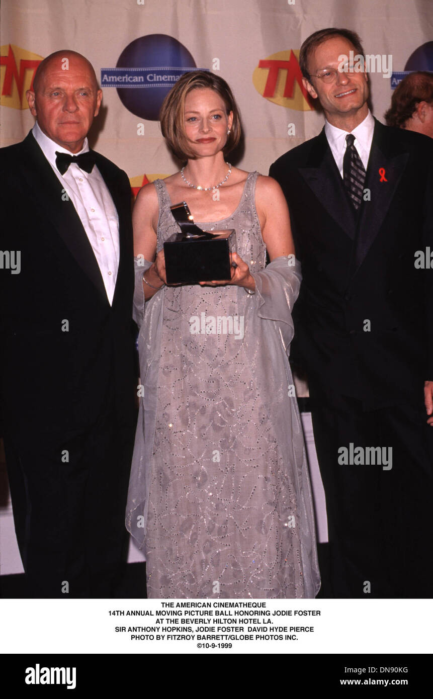 Oct. 9, 1999 - THE AMERICAN CINEMATHEQUE .14TH ANNUAL MOVING PICTURE BALL HONORING JODIE FOSTER.AT THE BEVERLY HILTON HOTEL LA..SIR ANTHONY HOPKINS, JODIE FOSTER  DAVID HYDE PIERCE. FITZROY BARRETT/   10-9-1999(Credit Image: © Globe Photos/ZUMAPRESS.com) - Stock Image