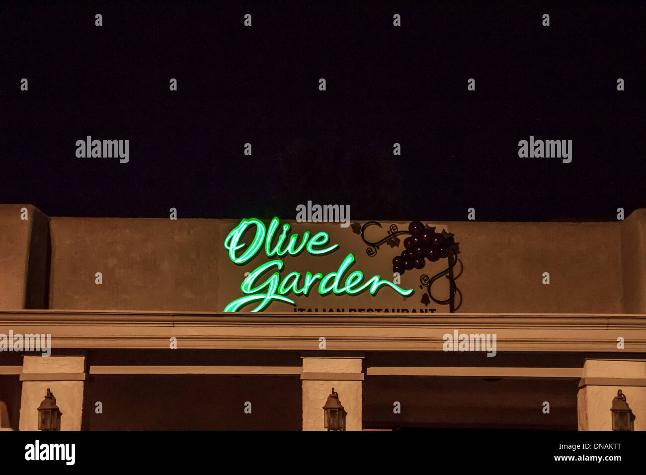 Olive Garden Restaurants Stock Photos & Olive Garden Restaurants ...