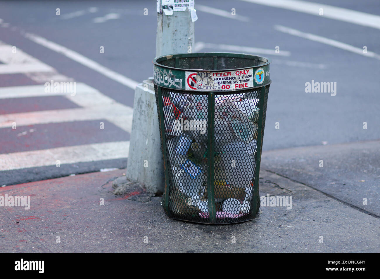 NYC Trash can - Stock Image