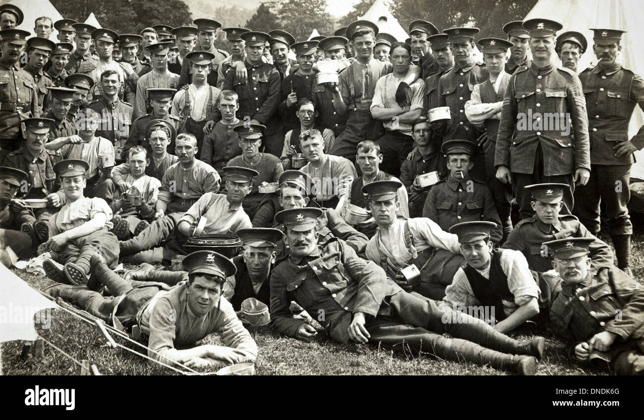 WW1 soldiers of the 2nd Battalion Monmouthshire Regiment pictured in camp 1914 - 1918 war - Stock Image