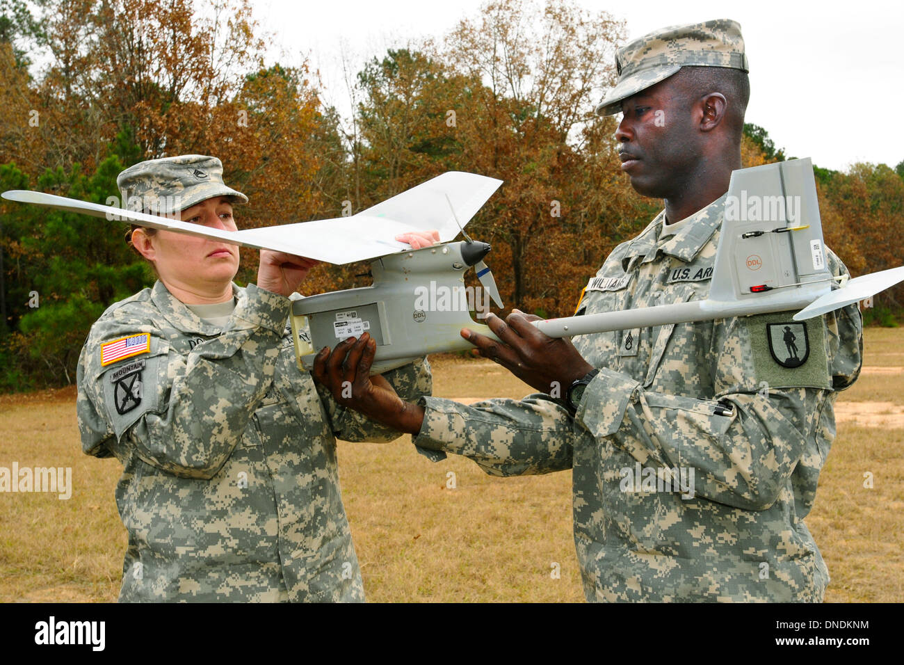US Army soldiers assemble an RQ-11B Raven unmanned aerial system before an instruction flight at McCrady Training Center November 21, 2013 in Eastover, S.C. - Stock Image