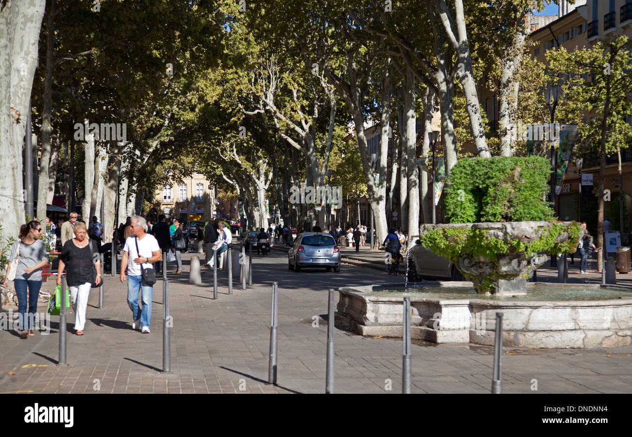 The 9 cannons fountain and the Cours Mirabeau at Aix-en Provence - Stock Image