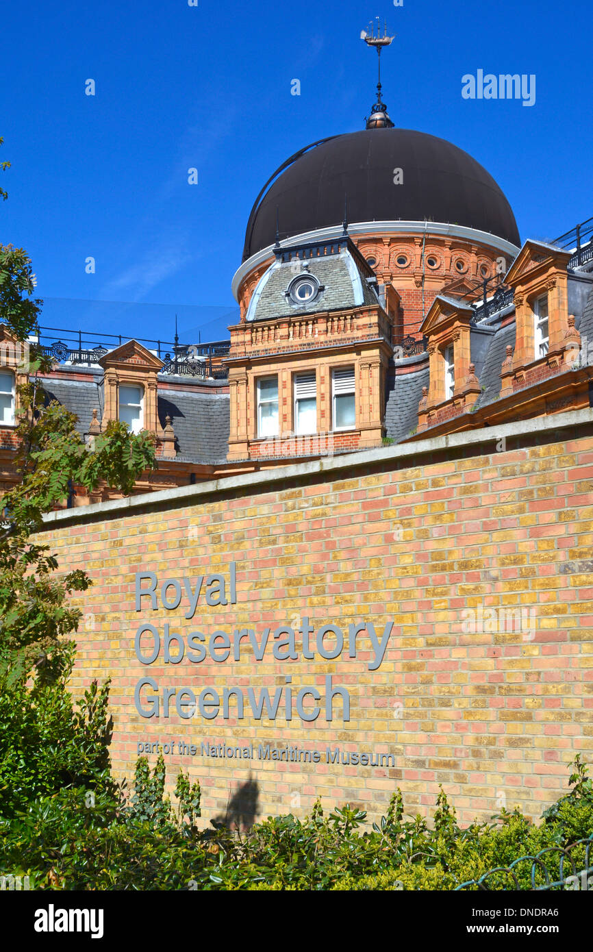 Sign for the Royal Observatory Greenwich (part of the National Maritime Museum) with observatory buildings beyond - Stock Image