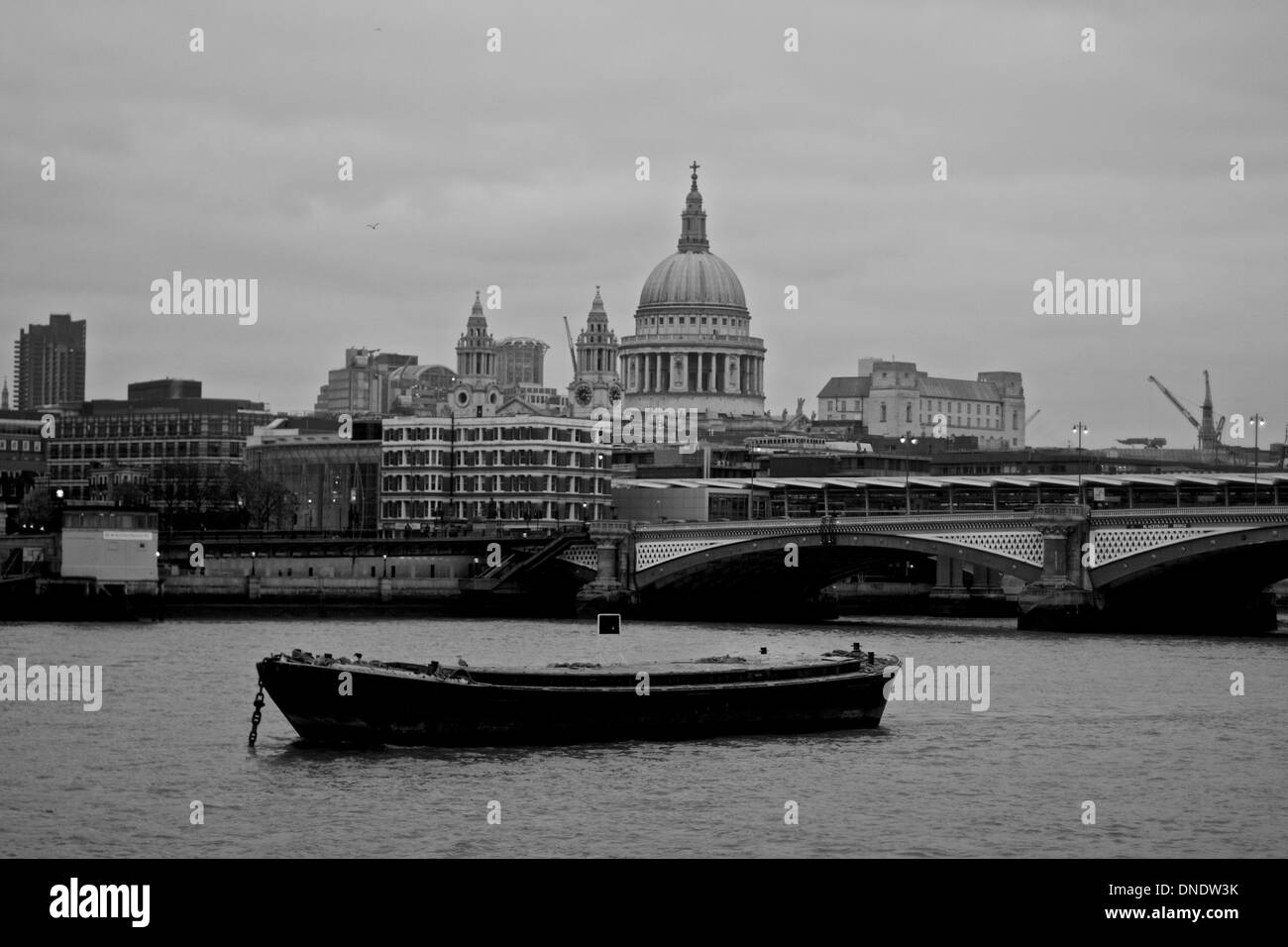 GB LONDON ST PAULS CATHEDRAL RIVER THAMES - Stock Image
