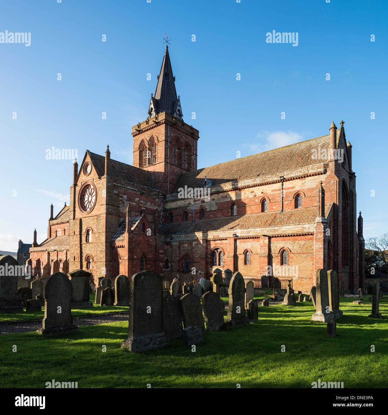St. Magnus Cathedral and cemetery, Kirkwall, Orkney, Scotland - Stock Image