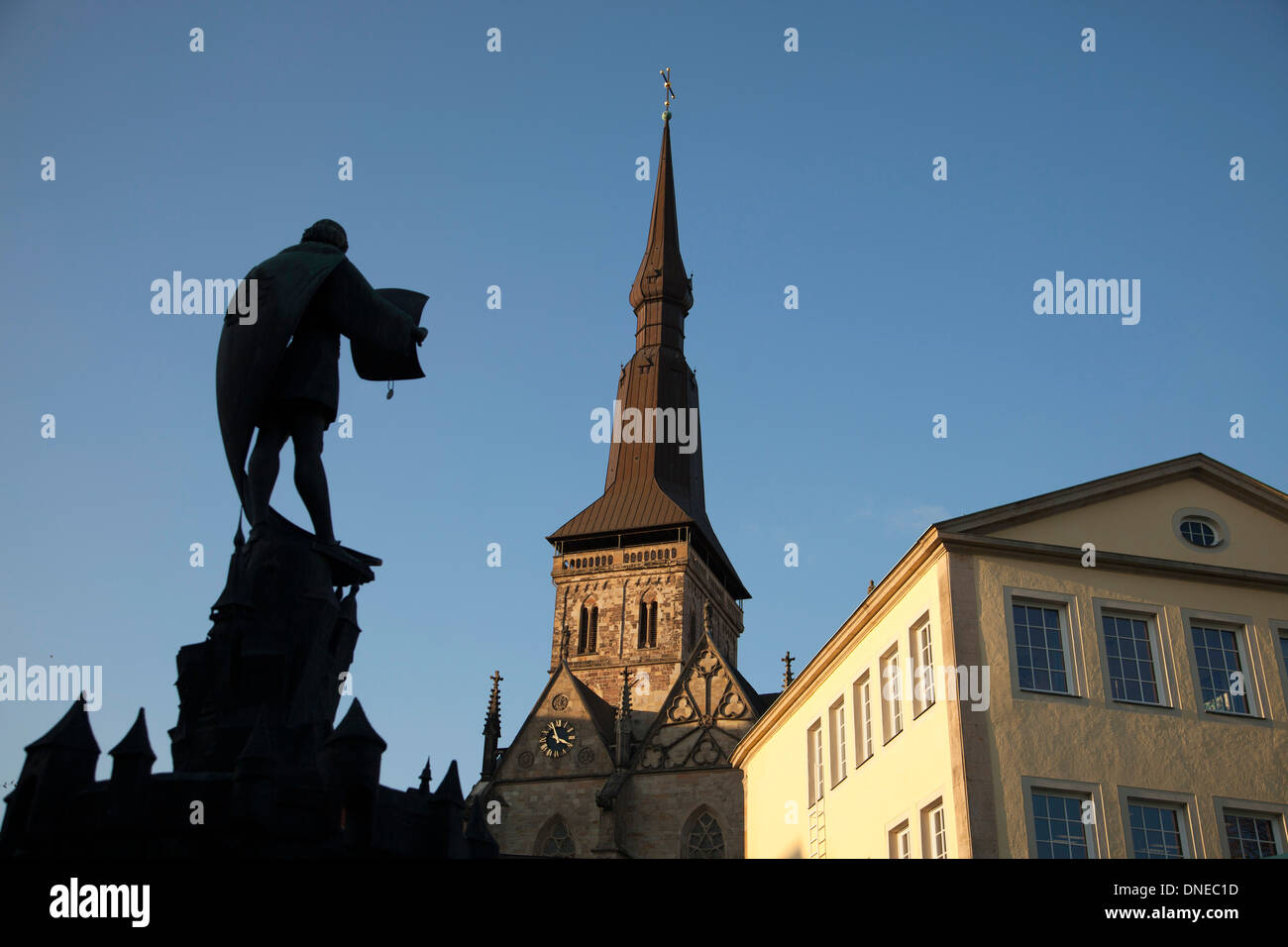 fountain Buergerbrunnen and St. Marys church in Osnabrueck, Lower Saxony, Germany - Stock Image