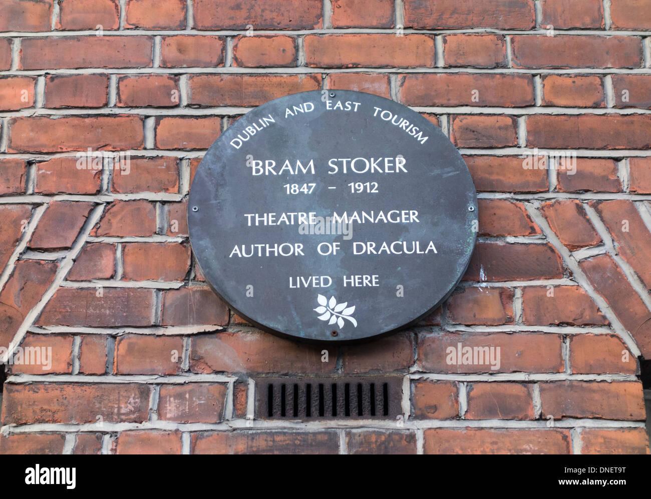 plaque commemorating Bram Stoker at 30 Kildare Street, Dublin, Ireland - Stock Image