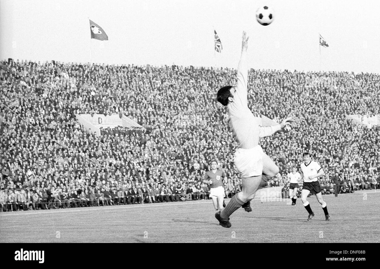 12.05.1965 Nuremburg, Germany. International football friendly Germany versus England 0:1. Gordon Banks (England)with a diving save - Stock Image