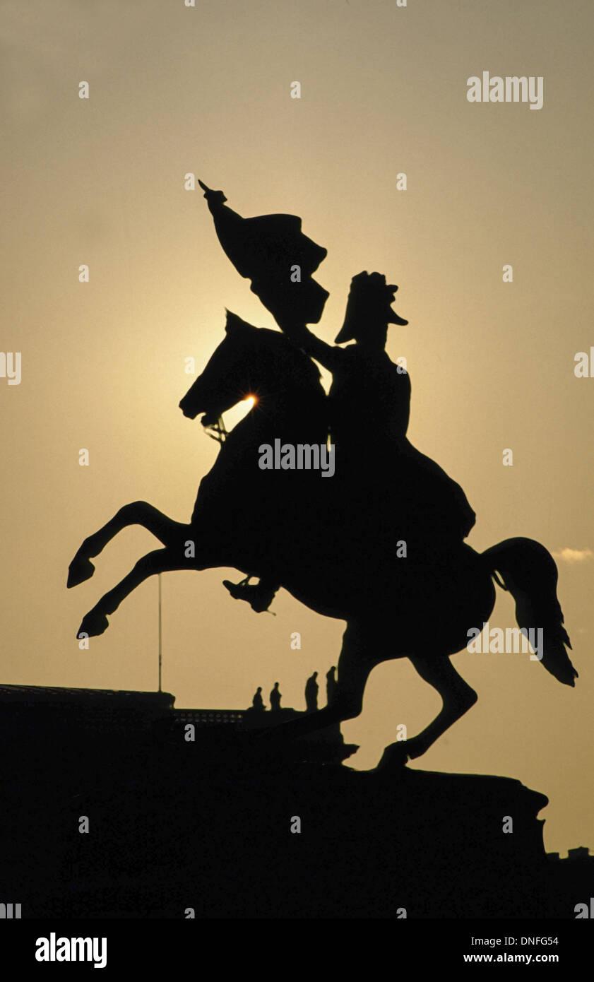 Heldenplatz, silhouette of a statue, Austria, Vienna - Stock Image