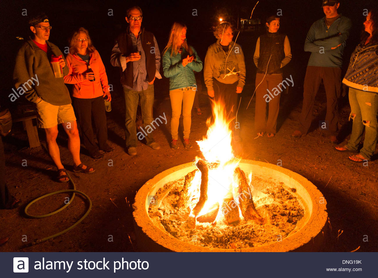 Backroads Singles-Solos Trip Evening Campfire at Thunderbird Ranch, Healdsburg, California - Stock Image