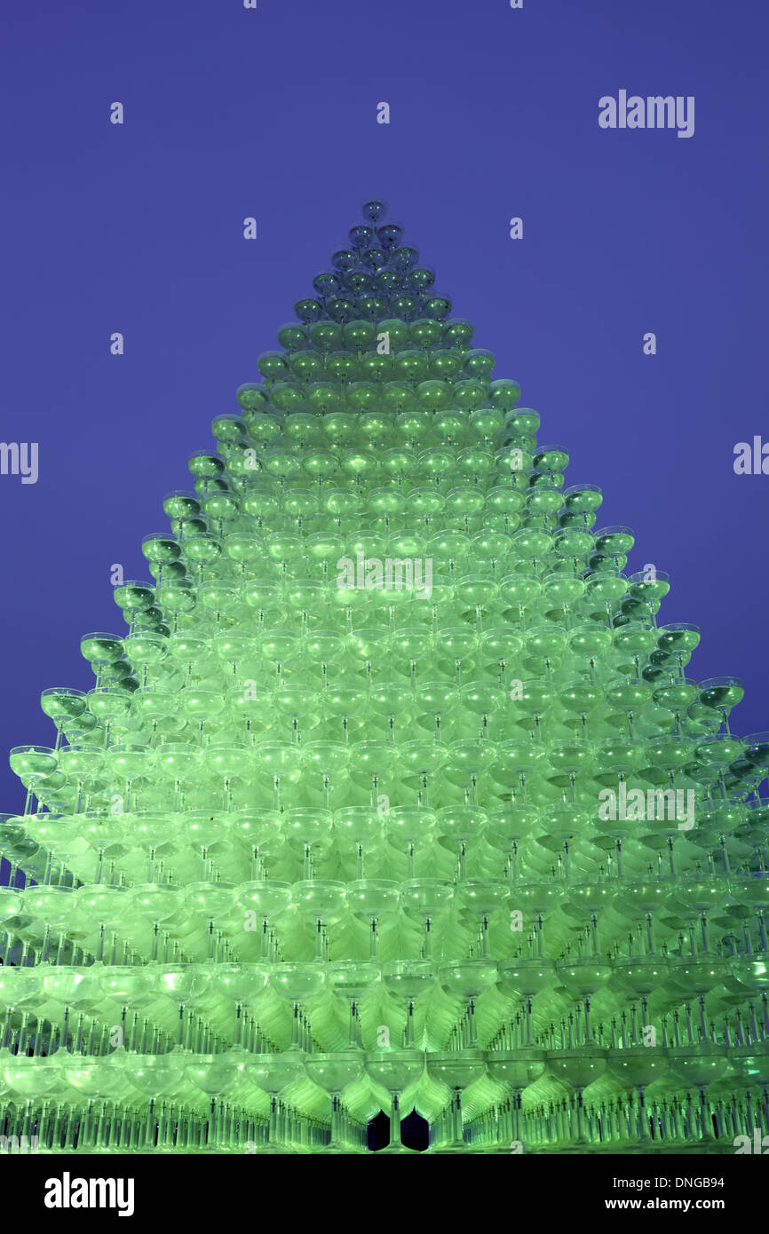 Champagne Pyramid Stock Photos & Champagne Pyramid Stock Images - Alamy