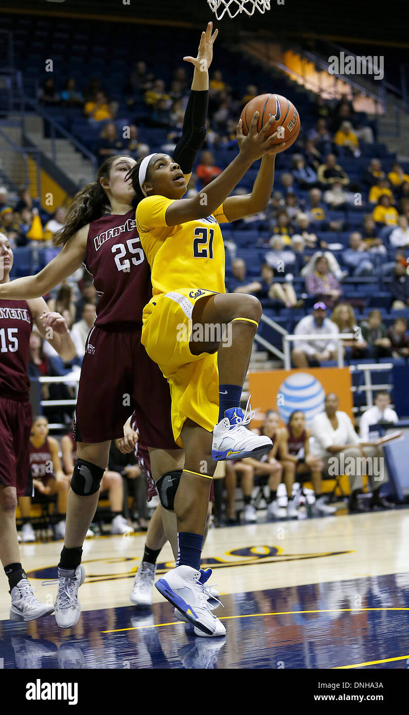 Berkeley, CA, USA. 29th Dec, 2013. Dec 29 2013 - Berkeley CA USA California Bears F # 21 Reshanda Gray drive down the baseline goes under the hoop with a reverse lay up during NCAA Womens Basketball game between Lafayette College Leopards and California Golden Bears 77-60 win at Hass Pavilion Berkeley Calif © csm/Alamy Live News - Stock Image