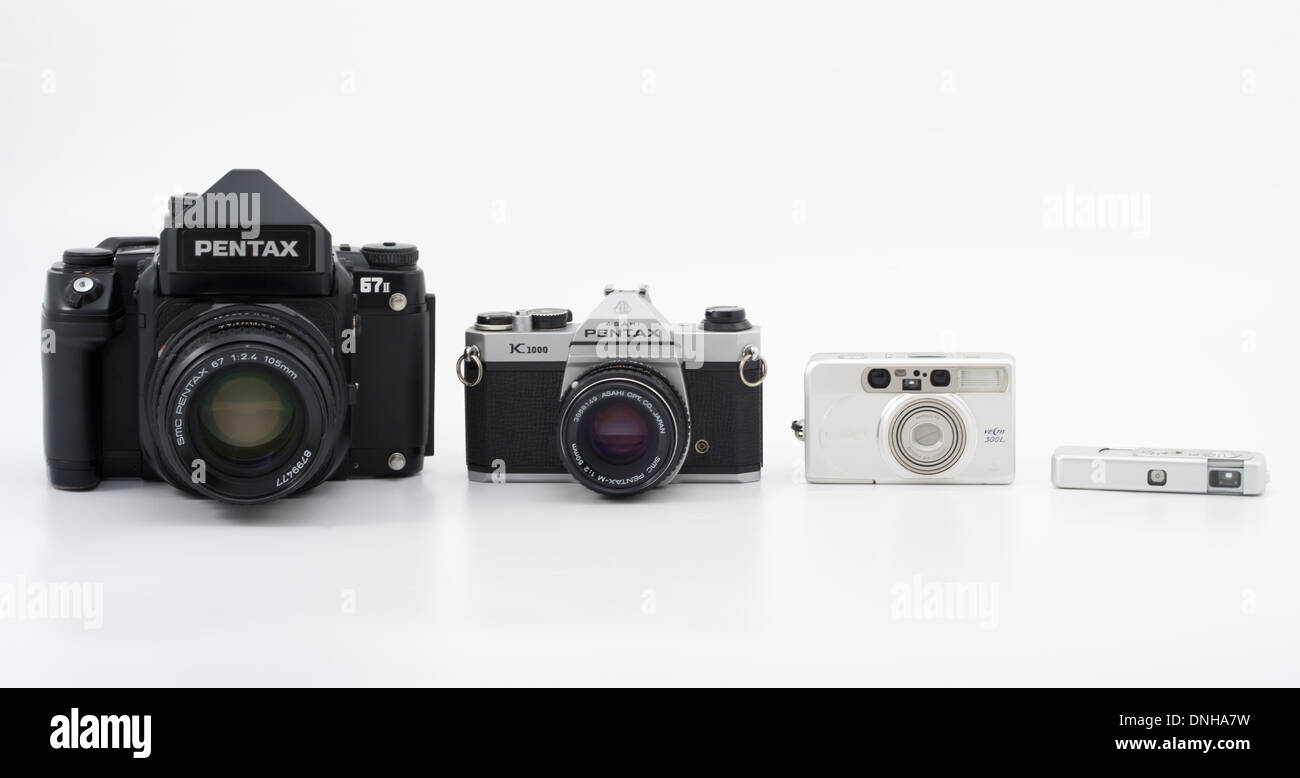 Film cameras with range of film sizes Pentax 67II (120) Pentax k1000 (35mm) Minolta Vectis (APS) Minox III - Stock Image