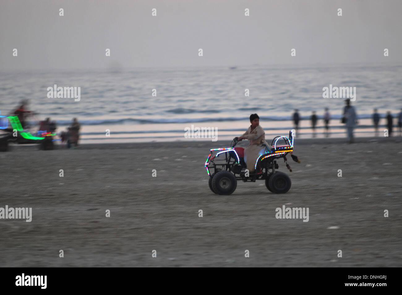 131230 131230) -- karachi, dec. 30, 2013 (xinhua) -- photo taken on