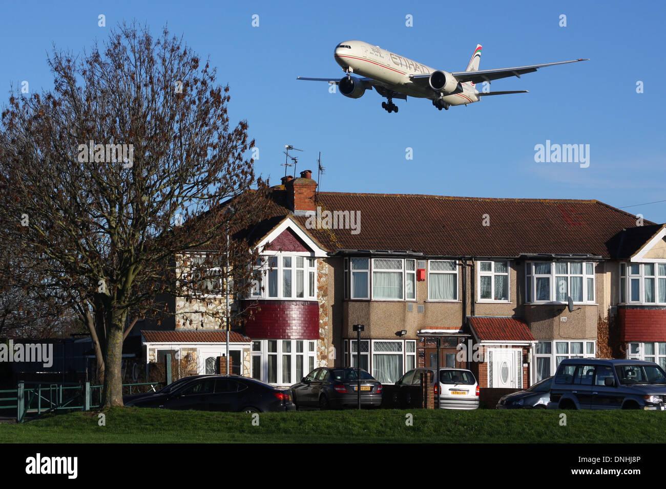 HOUSE PLANE AIRCRAFT NOISE - Stock Image
