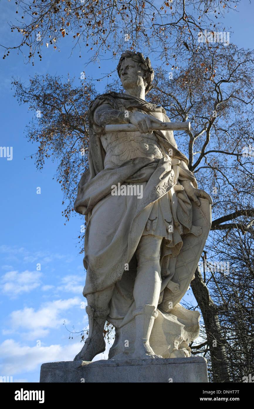 Statue of julius caesar by nicolas coustou 1722 jardin des stock photo 64931100 alamy - Statues jardin des tuileries ...