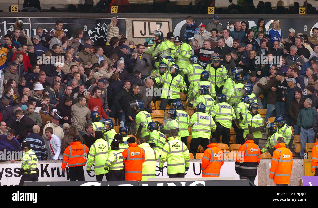 Cardiff City football club supporters clash with police at Molineux 2006 - Stock Image