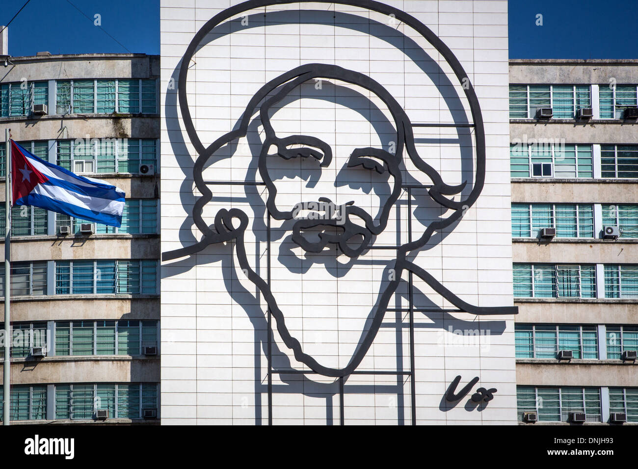 PORTRAIT OF FIDEL CASTRO, ONE OF THE LEADERS OF THE CUBAN REVOLUTION, ON A BUILDING'S FAÇADE, REVOLUTION SQUARE, PLAZA DE LA REVOLUCION, HAVANA, CUBA, THE CARIBBEAN - Stock Image