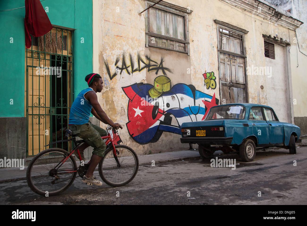 POLITICAL GRAFFITI ON THE WALLS IN THE CITY, HAVANA, CUBA, THE CARIBBEAN - Stock Image