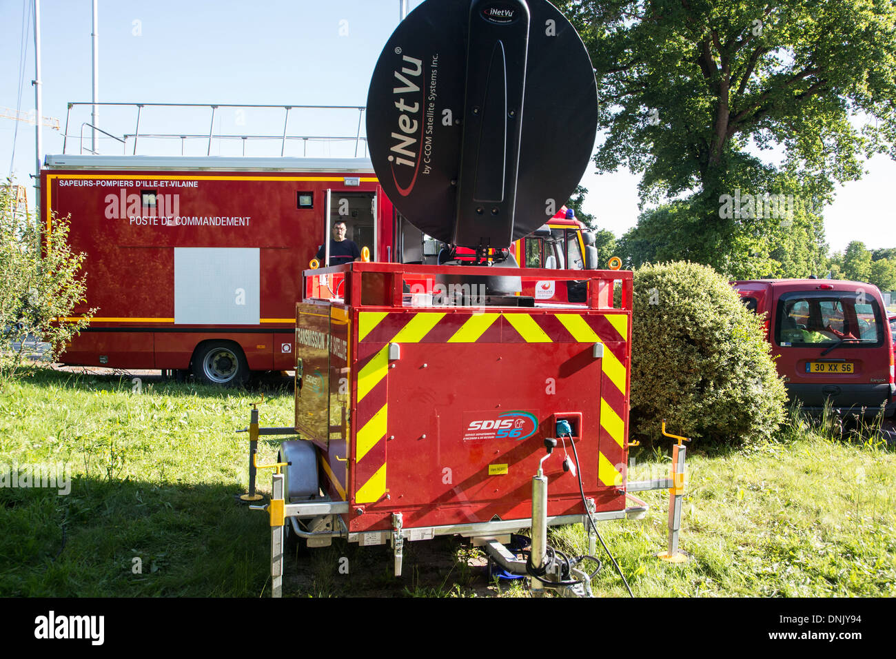 SATELLITE TRANSMISSION TRAILER FOR THE COMMANDER OF THE FIREFIGHTERS' RESCUE OPERATIONS, SITE OF THE DIREX (DIRECTION OF EXERCISES), REDON, ILLE-ET-VILAINE (35), FRANCE - Stock Image