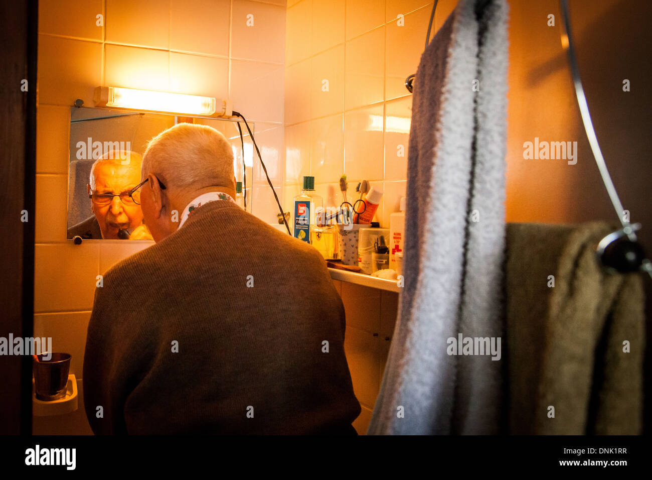 ILLUSTRATION OF AGEING AT HOME, ELDERLY PERSON AT HOME WASHING UP IN THE BATHROOM - Stock Image