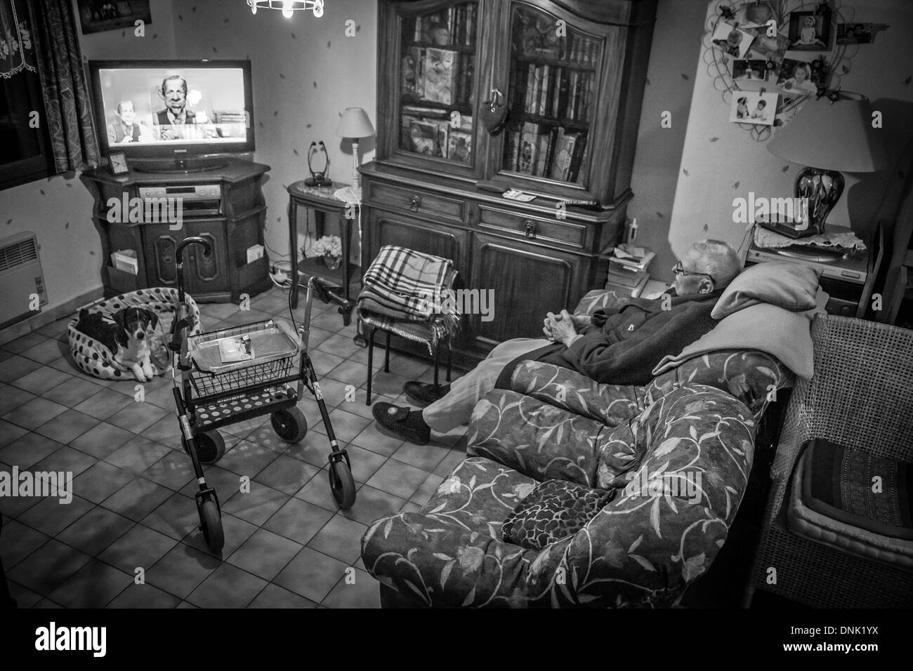 ILLUSTRATION OF AGEING AT HOME, ELDERLY PERSON AT HOME WATCHING TV - Stock Image