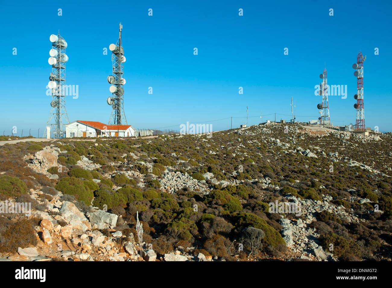 Griechenland, Insel Tilos, Fernmeldeantennen am Gipfel des 415 m hohen Berg Amali - Stock Image