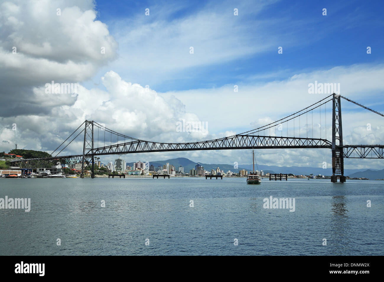 Brazil, Santa catarina, Florianopolis, Hercilio Luz Bridge - Stock Image