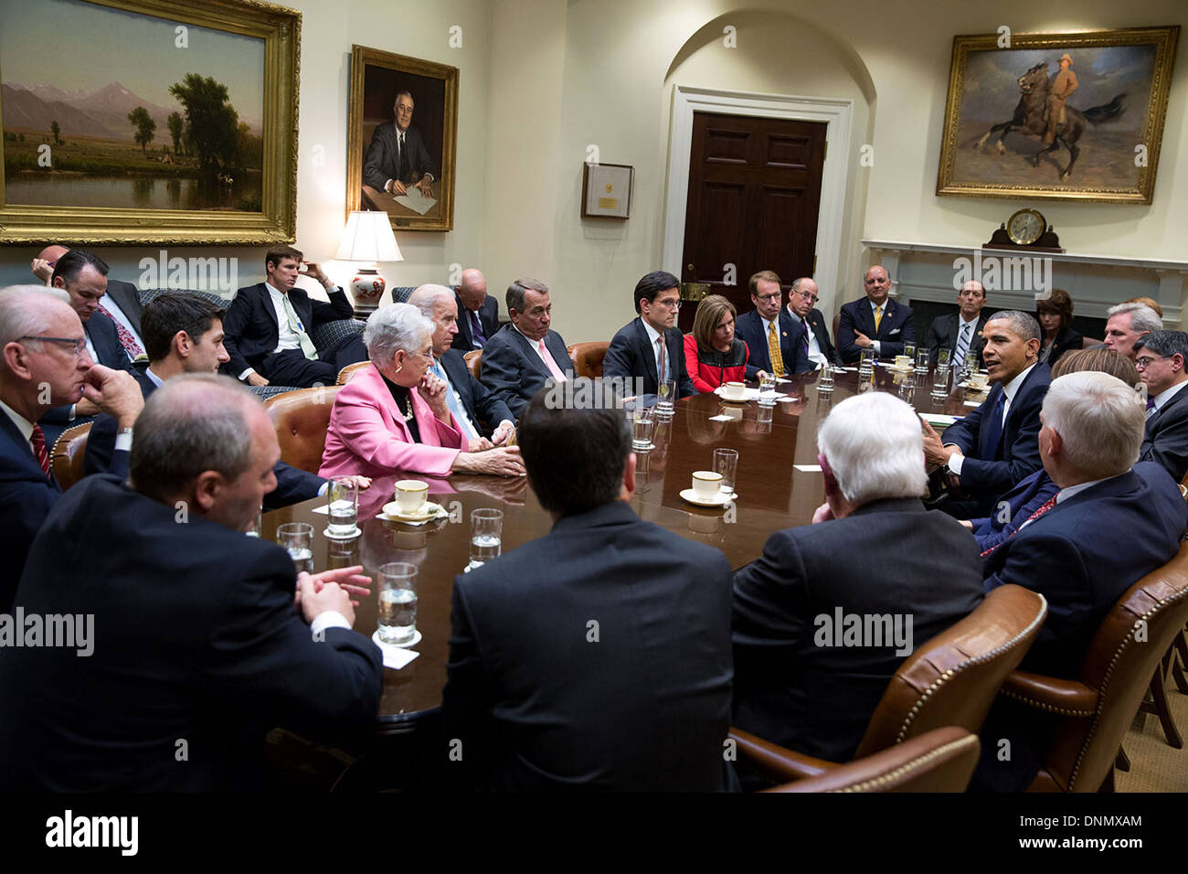 US President Barack Obama talks with the House Republican leadership to discuss the federal government shutdown and debt ceiling deadline in the Roosevelt Room of the White House October 10, 2013 in Washington, DC. - Stock Image