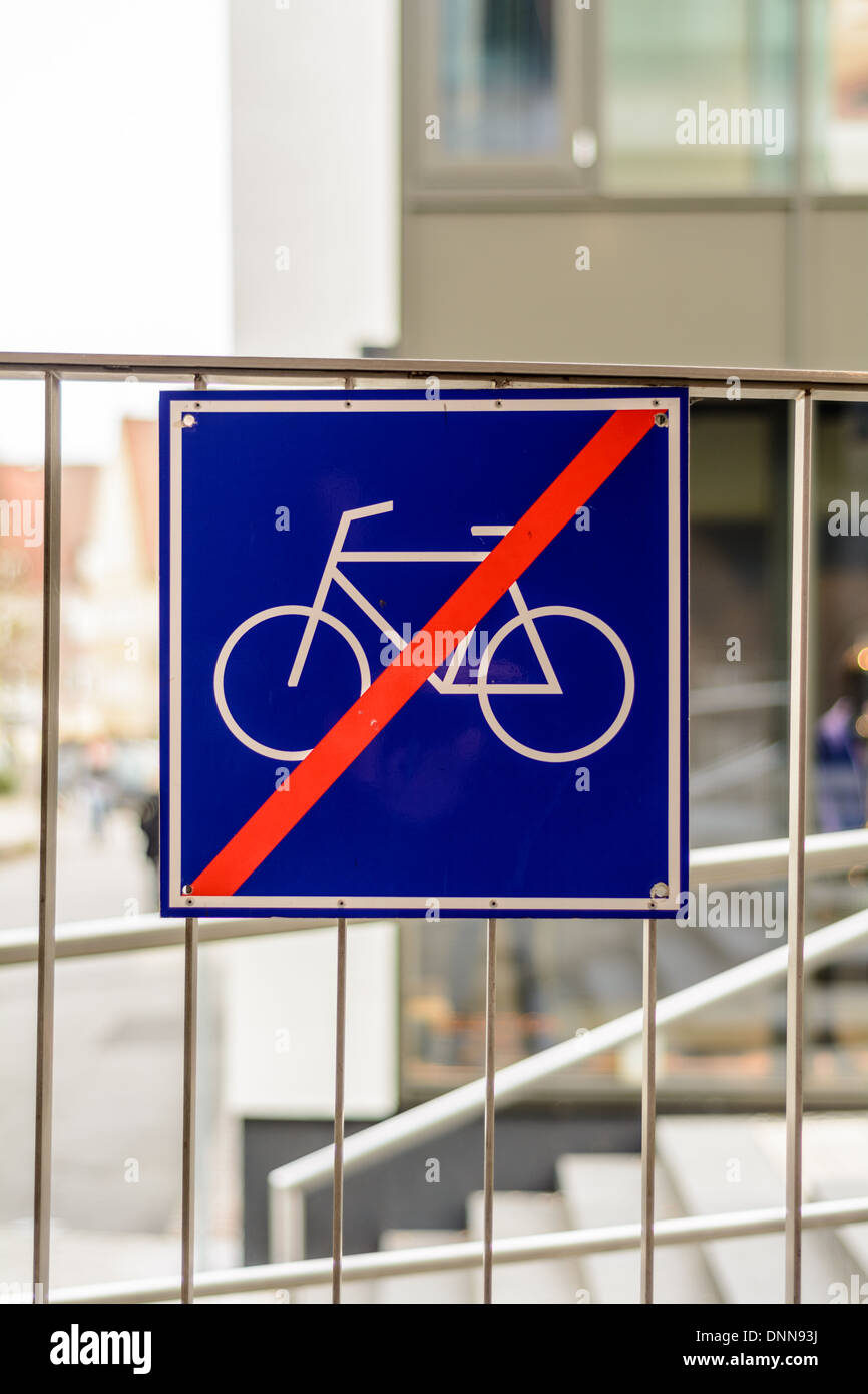 """Blue square sign 'Do not lean your bicycle against the fence"""" - Stock Image"""