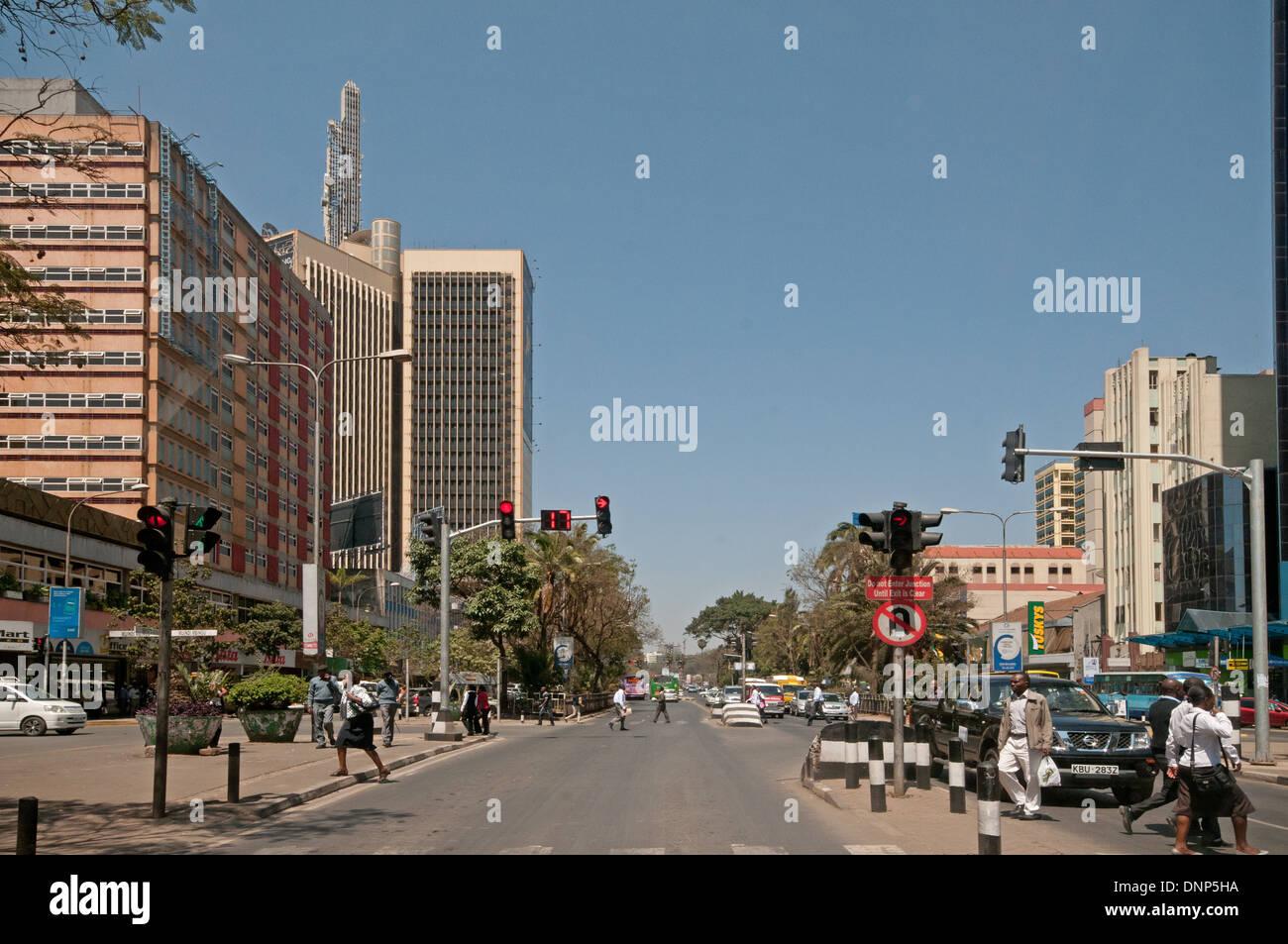 Traffic lights and pedestrians on Kenyatta Avenue Nairobi Kenya with Post Office Tower top left - Stock Image
