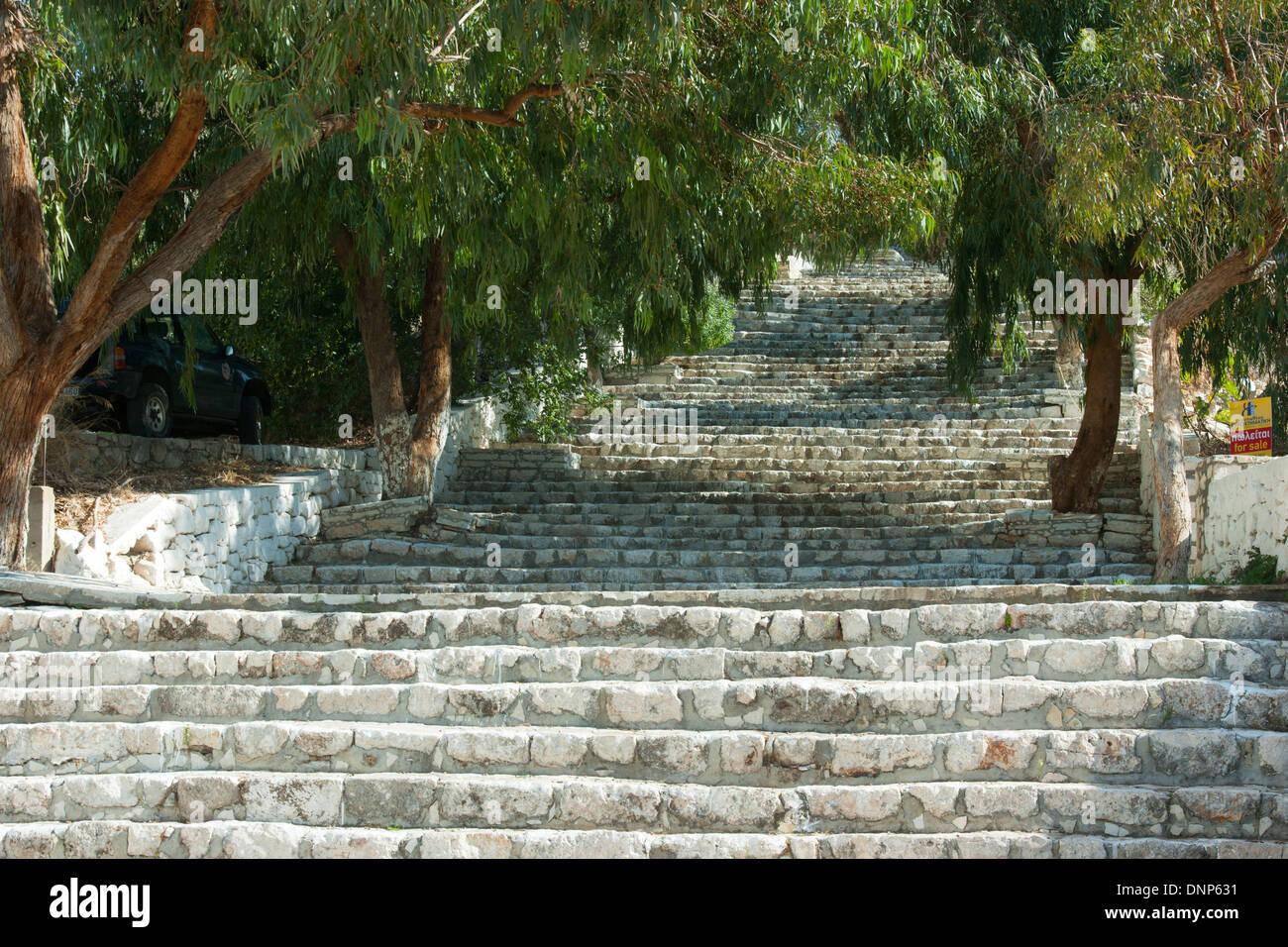 Griechenland, Kastellorizo, die Treppe die zur Burg führt war früher die Hauptgasse, umstanden mit Wohnhäusern - Stock Image