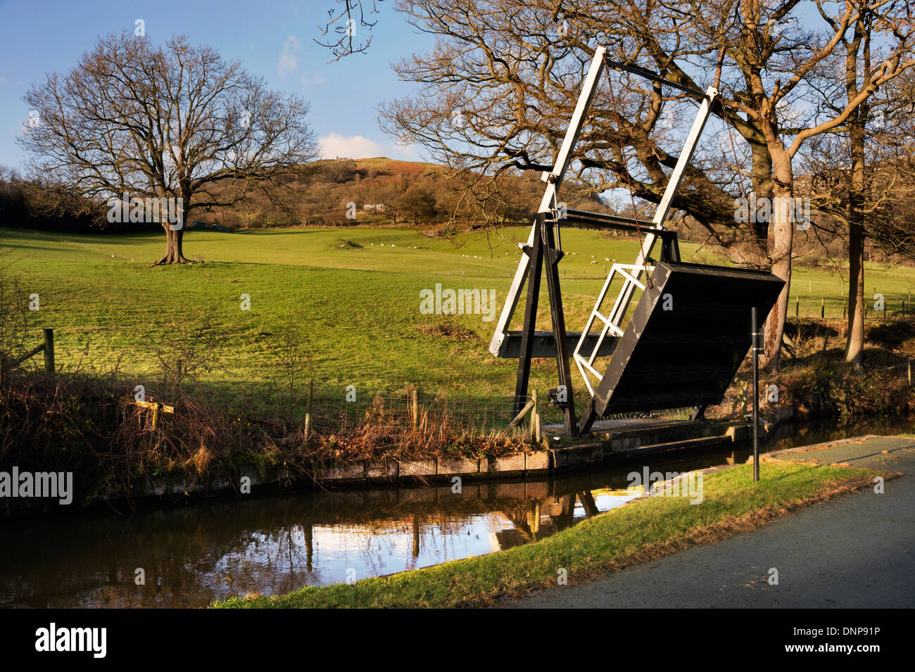 Lift bridge on the Lllangollen Canal, near the Welsh town of Llangollen, UK - Stock Image