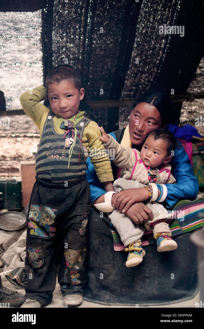Nomad family inside their tent near Pekusto, Tibet. - Stock Image