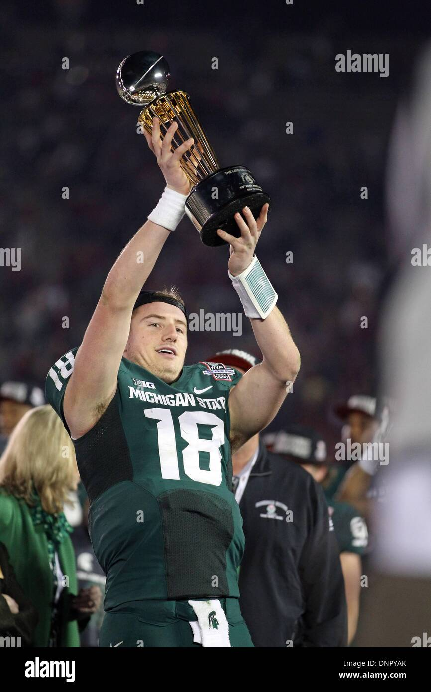 Pasadena, California, USA. 01st Jan, 2014. Michigan State Spartans quarterback Connor Cook #18 holds the Rose Bowl Stock Photo