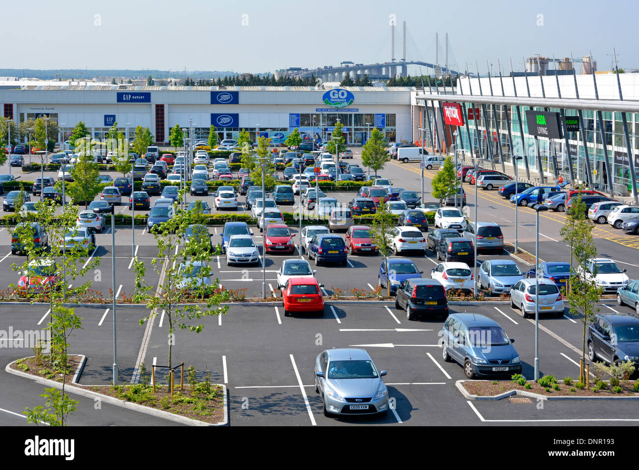 Free car parking facilities at Lakeside retail park shopping centre with Dartford M25 river crossing beyond - Stock Image