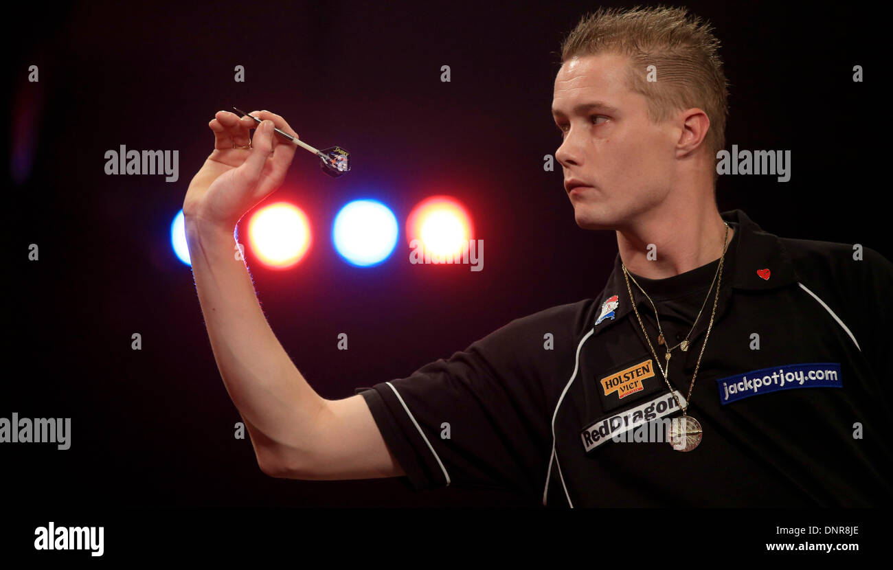 Frimley Green, Surrey, UK . 04th Jan, 2014. Wesley Harms (NETH) (black shirt) plays Paul Jennings (Eng) (blue shirt) in their first round match at the BDO darts championship, Lakeside, Frimley Green, Surrey. © Joanne Roberts/Alamy Live News Credit:  Joanne Roberts/Alamy Live News - Stock Image