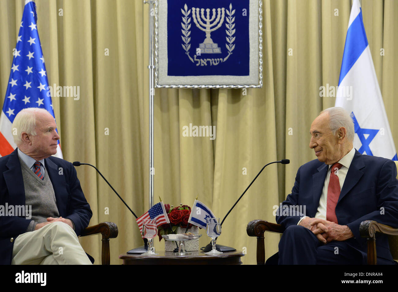 Jerusalem. 4th Jan, 2014. Israeli President Shimon Peres (R) meets with visiting U.S. Senator John McCain at the President's residence in Jerusalem, on Jan. 4, 2014. Credit:  GPO/Kobi Gideon/Xinhua/Alamy Live News - Stock Image