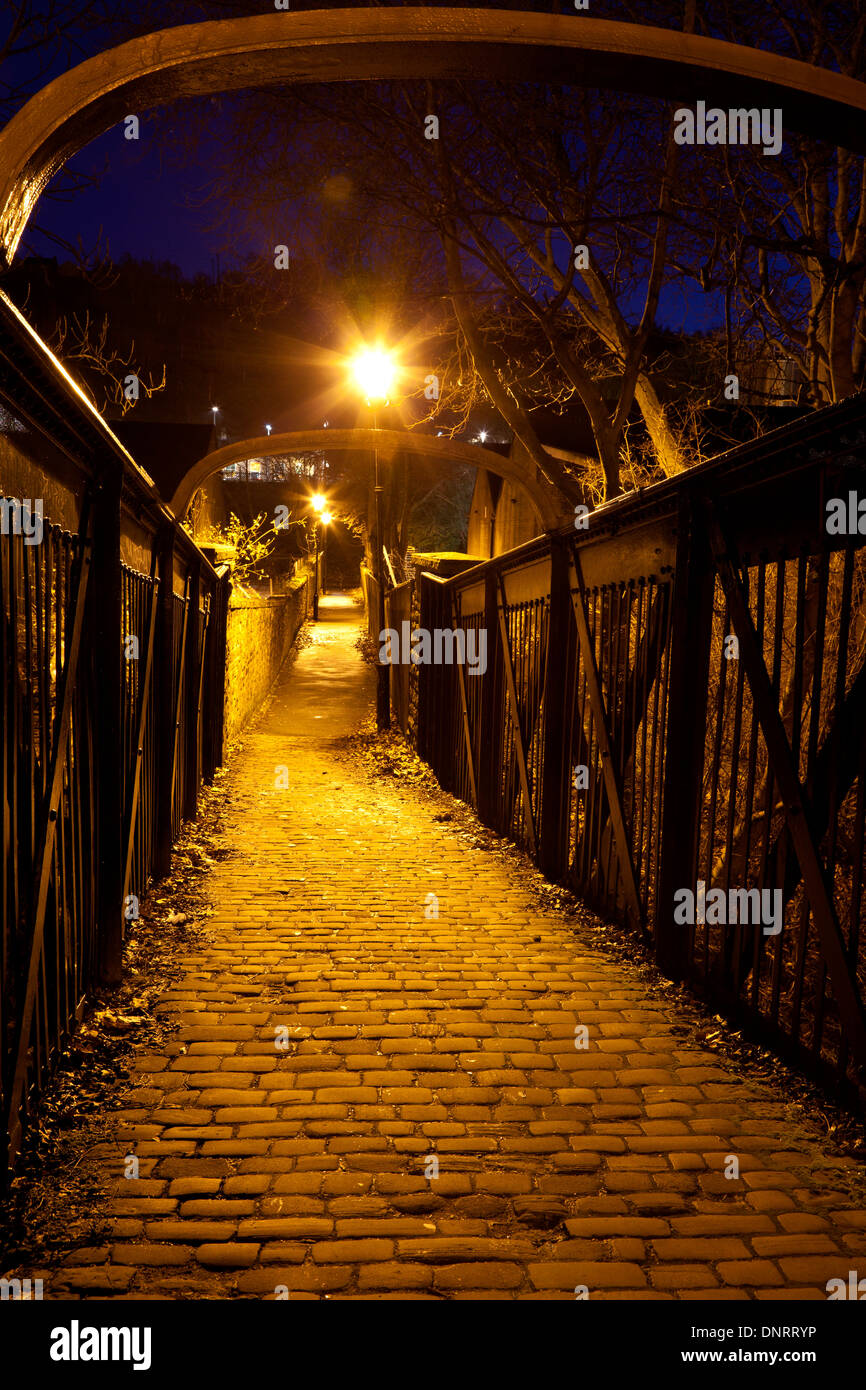 Footbridge across the River Calder at night, Sowerby Bridge, West Yorkshire - Stock Image