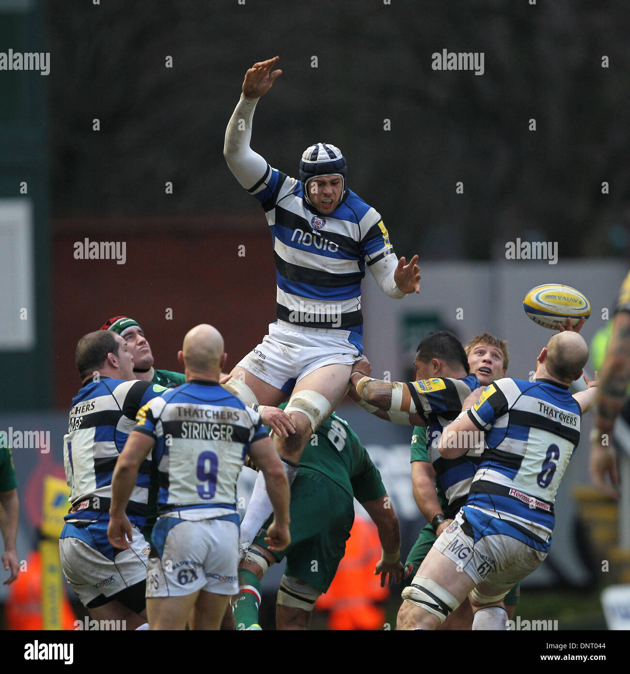 Leicester, UK. 05th Jan, 2014. Dave Attwood (Bath) wins the line out during the Aviva Premiership game between Leicester Tigers and Bath Rugby from Welford Road. Credit:  Action Plus Sports/Alamy Live News - Stock Image