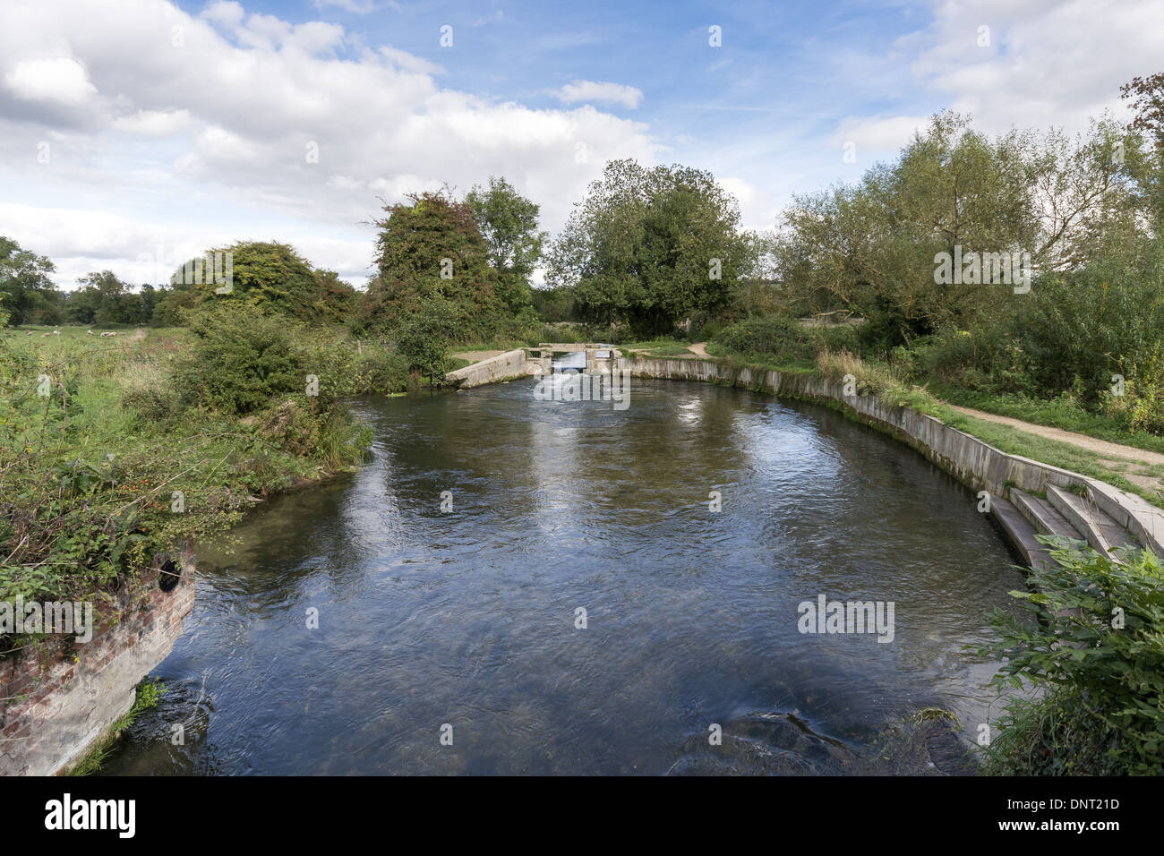 Shawford Lock on the Itchen Navigation which runs to the west of the 'proper' River Itchen in Hampshire, England, UK - Stock Image