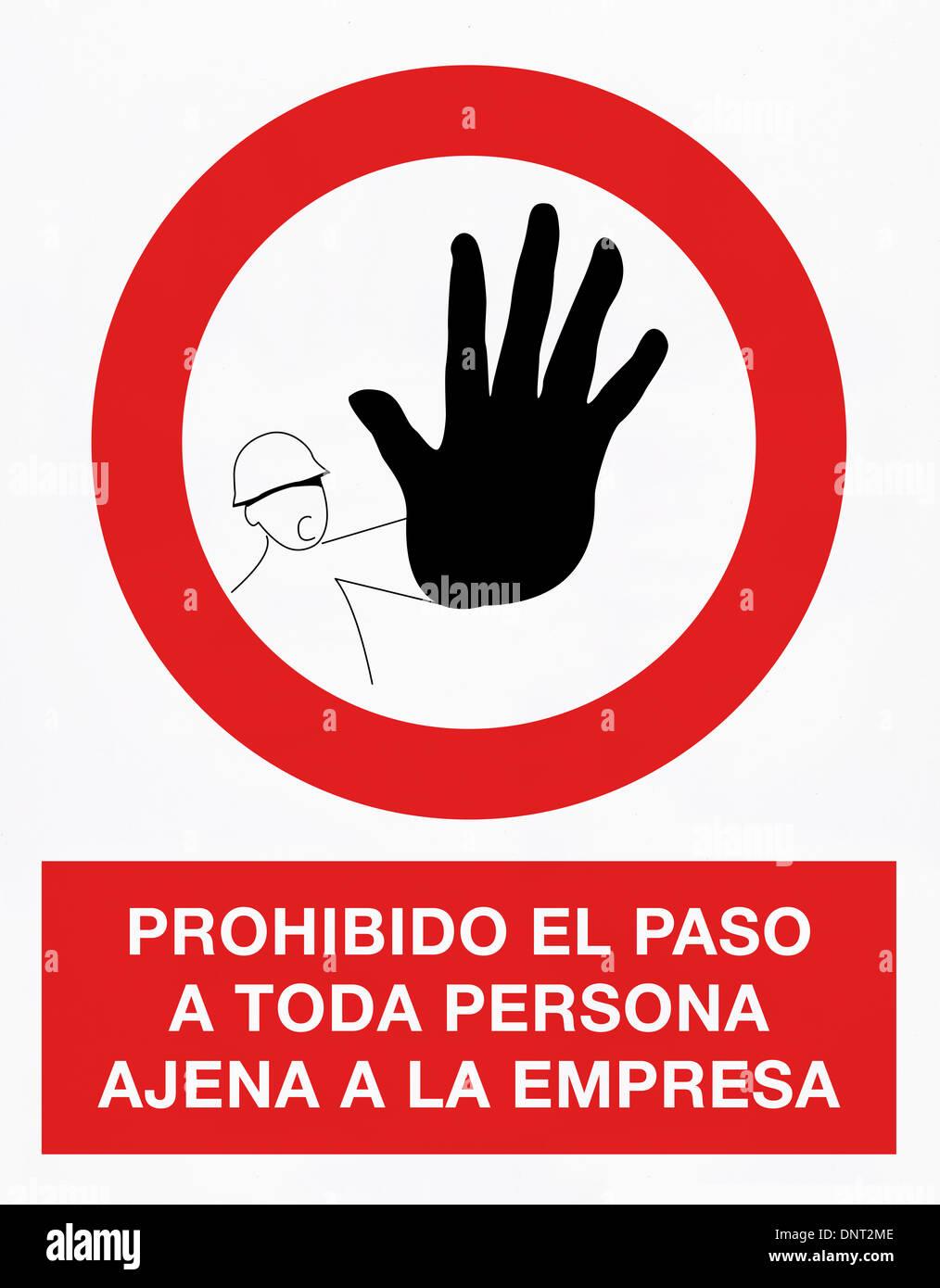 No thoroughfare signal in spanish language - Stock Image