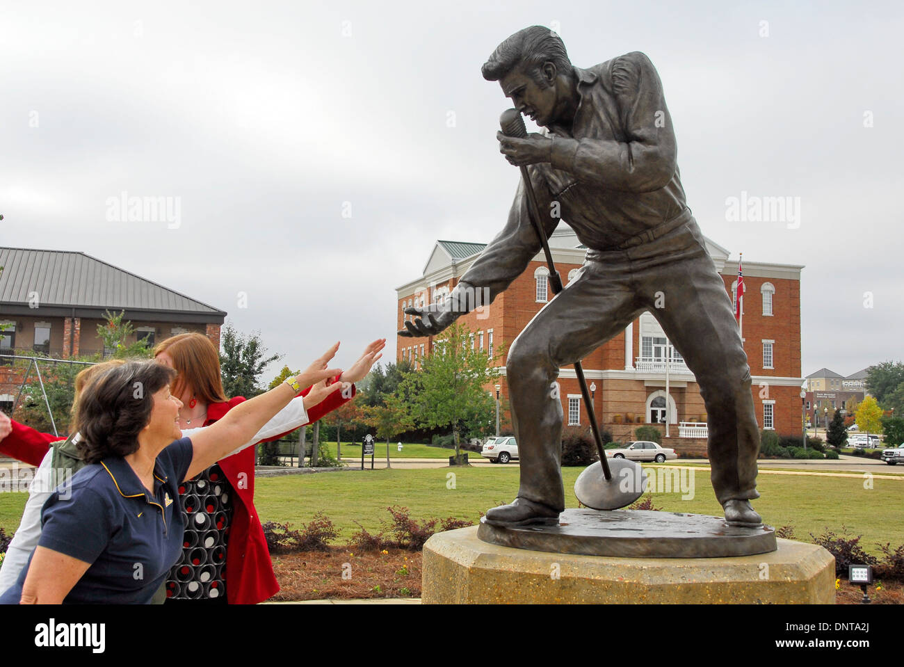 Statue of Elvis Presley at his Homecoming Concert in 1956 in Tupelo, Mississippi, home of Elvis Presley for his first 13 years - Stock Image