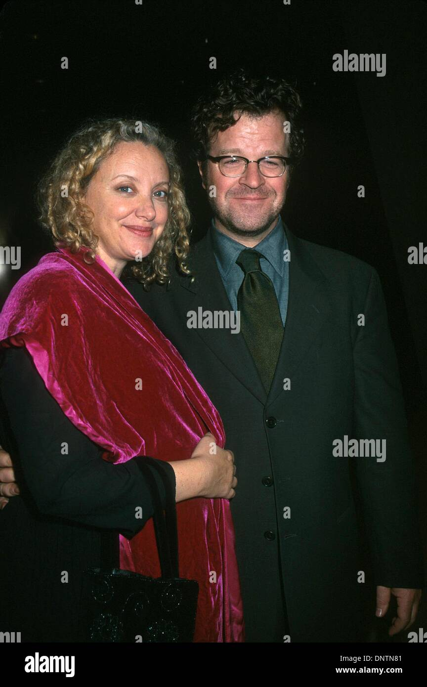 Nov. 2, 2001 - K23282HMc:  11/01/01.THE ''WONDER OF THE WORLD'' OPENING NIGHT AT THE BRASSERIE 8 1/2 IN NYC.KENNETH LONERGAN WITH HIS WIFE J. CAMERON SMITH. HENRY McGEE/   2001(Credit Image: © Globe Photos/ZUMAPRESS.com) - Stock Image
